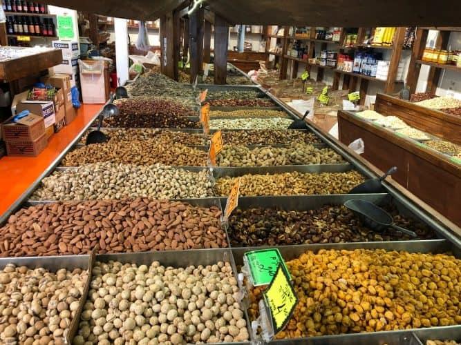חנות תבלינים, פיצוחים, פירות מיובשים בבת ים