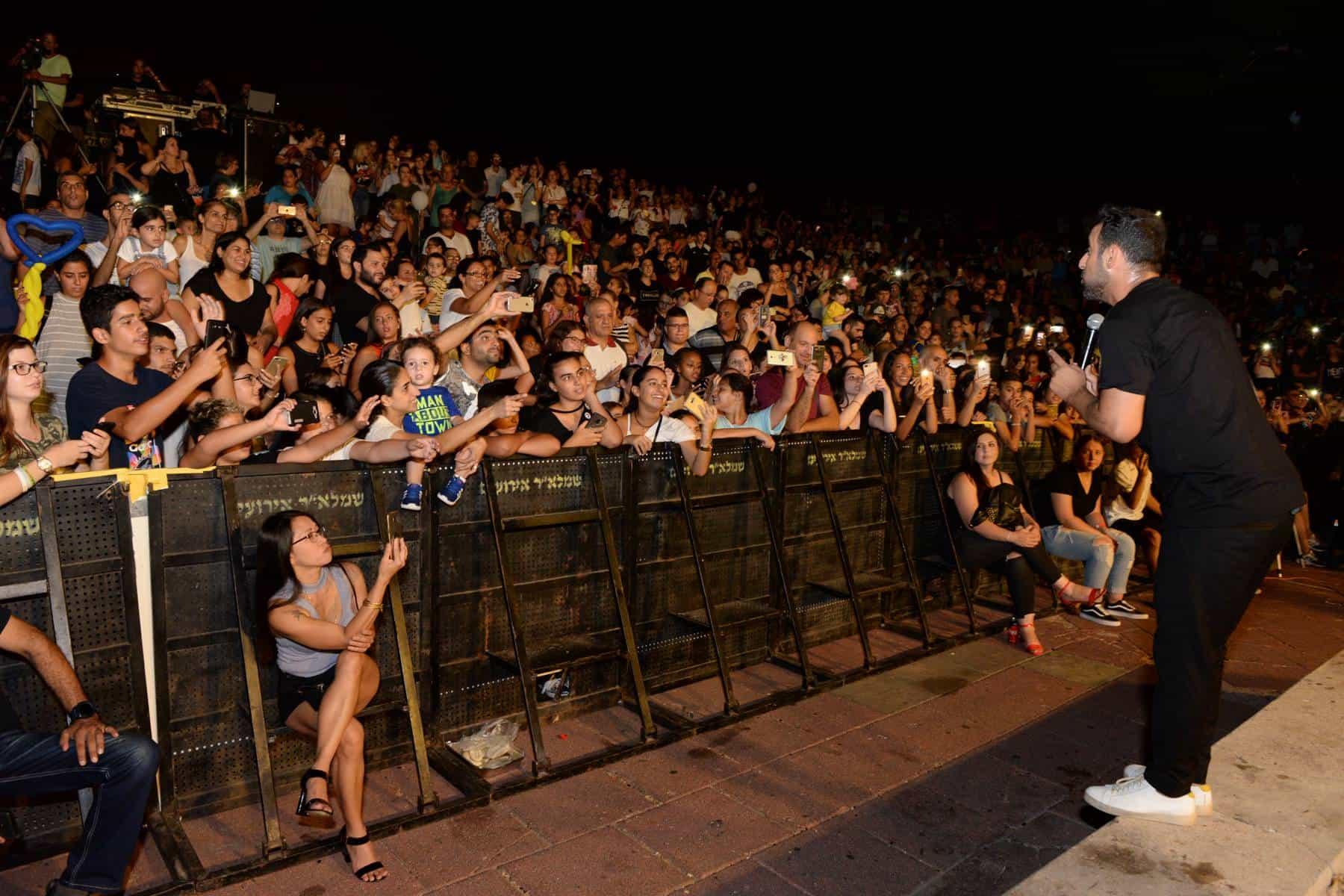 דודו אהרון במופע קיץ בחולון. צילום: טל קירשנבאום